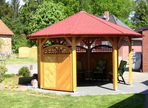 Een achthoekig tuinpaviljoen welke geschikt is voor een PVC dakgoot!