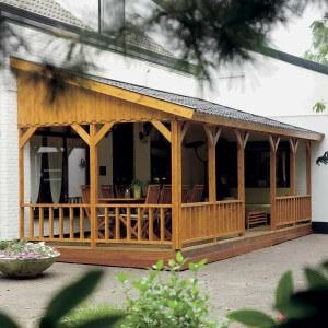 Een veranda zonder dakgoot. Voorkom een overvloed aan groene aanslag en vieze tuinmeubelen met een dakgoot!