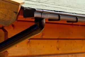 Kunststof (PVC) BG70 bakgootje met RWA afvoer in de kleur bruin.