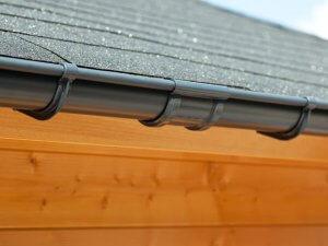 Een antraciete dakgoot verbinder