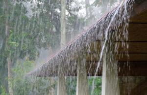 Hemelwaterafvoer (dakgoot) ontbreekt!!